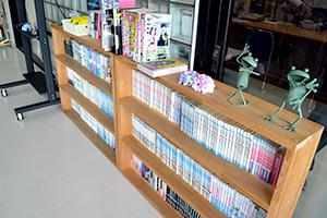 高知県自動車学校 待合室 本棚